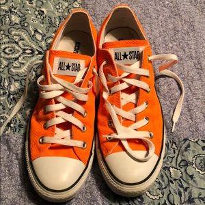 Orange converse all star men's size 8 tennis shoes
